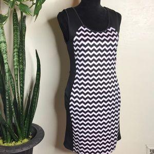 💥5/$25💥Body Con Chevron Dress